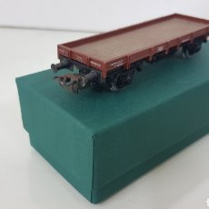 Trenes Escala: VAGÓN DE MERCANCÍAS PLATAFORMA ELECTROTREN RENFE MARRÓN ESCALA H0 DE 12 CM. Lote 193817318
