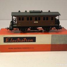 Trenes Escala: ELECTROTREN H0 1502 - COSTA CORTO DOS EJES MZA MARRÓN CON LUZ CORRIENTE ALTERNA . Lote 201508078