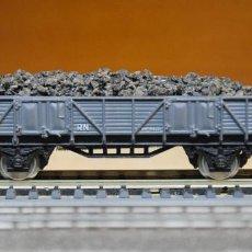 Trenes Escala: ELECTROTREN H0 VAGÓN BORDES BAJOS RENFE, CARGADO CON CARBÓN, REFERENCIA 1100.. Lote 207264048