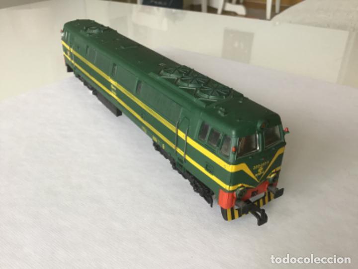 Trenes Escala: H0 Electrotren Locomotora Diésel Renfe 333. Ref. 2020. Años 70. Muy buen estado - Foto 3 - 210132453