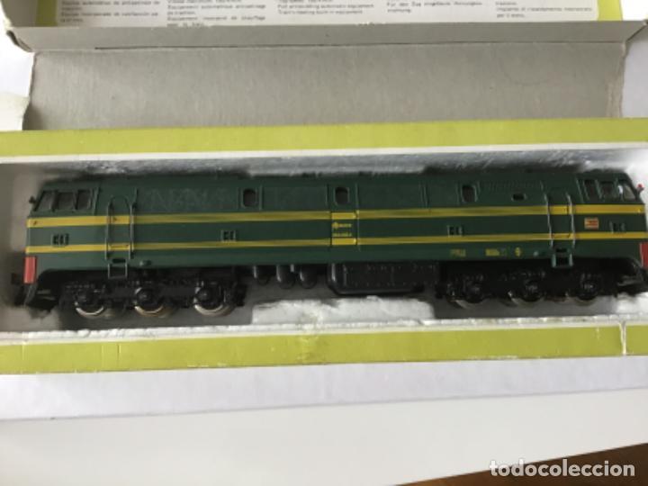 Trenes Escala: H0 Electrotren Locomotora Diésel Renfe 333. Ref. 2020. Años 70. Muy buen estado - Foto 9 - 210132453