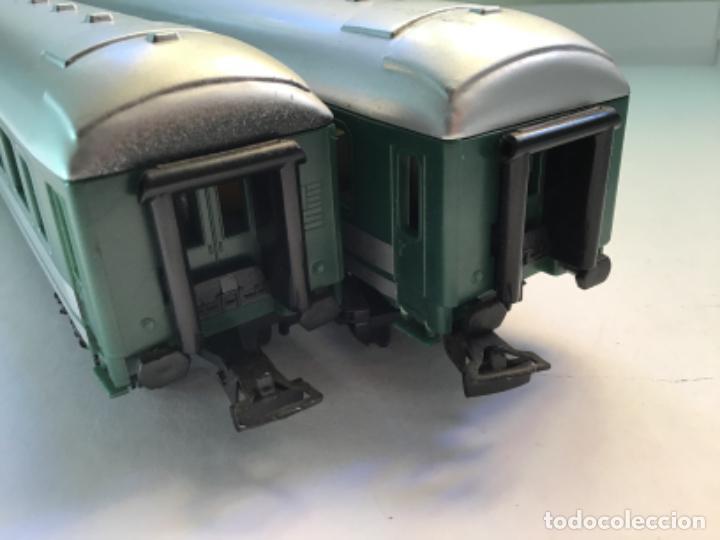 Trenes Escala: H0. Dos vagones de pasajeros en buen estado. No aparece la marca - Foto 2 - 214943612