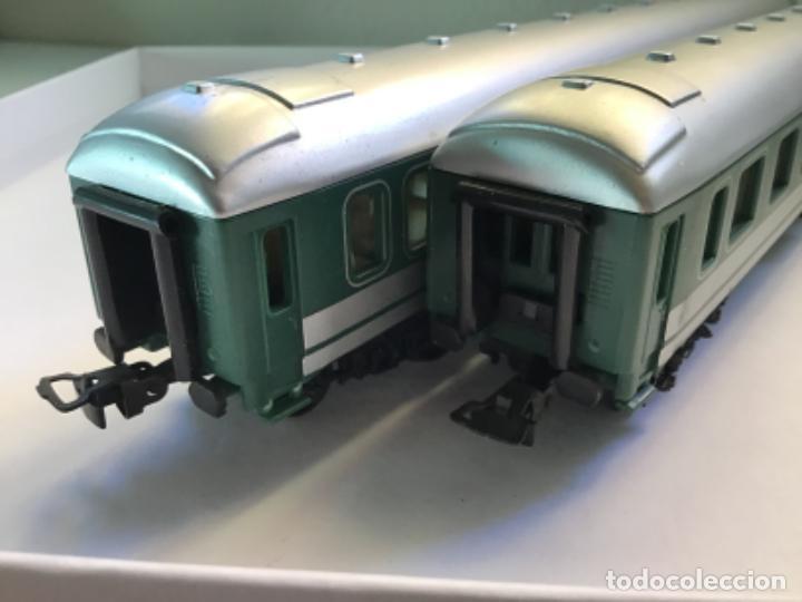 Trenes Escala: H0. Dos vagones de pasajeros en buen estado. No aparece la marca - Foto 5 - 214943612