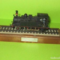 Trenes Escala: LOCOMOTORA SERIE RENFE 120-0201 ELECTROTREN, CON PEANA COMPLETA. Lote 223820796