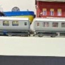 Trenes Escala: COMPOSICIÓN DE HORNBY DE LOCOMOTORA Y TRES VAGONES SILVER JUBILE. Lote 226304270