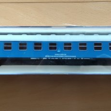 Trenes Escala: ELECTROTREN H0 18003K. COCHE RENFE 8000 2ª CLASE.. Lote 232808770
