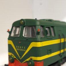 Trenes Escala: ELECTROTREN H0 LOCOMOTORA DIÉSEL S/333, DE RENFE, REFERENCIA 2020 ANALÓGICA DC.. Lote 242359600