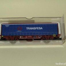 Trenes Escala: VAGÓN CERRADO HINS CON TOLDOS LATERALES REF. 1411K DE TRANSFESA SNCF ESCALA *H0* DE ELECTROTREN. Lote 245448335