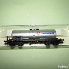 Trenes Escala: ANTIGUO VAGÓN CISTERNA INOX. TRANSFESA EN ESCALA *H0* REF 5801K DE ELECTROTREN. Lote 246133115