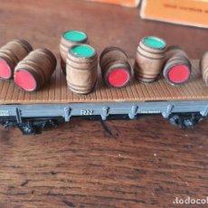 Trenes Escala: ELECTROTREN H0 ANTIGUO VAGÓN CUBAS VINO. Lote 254079045