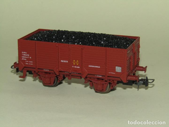 Trenes Escala: Antiguo Vagón Borde Alto Elmo con Carbón de RENFE en Escala *H0* Ref. 1924 de ELECTROTREN - Foto 3 - 257493125