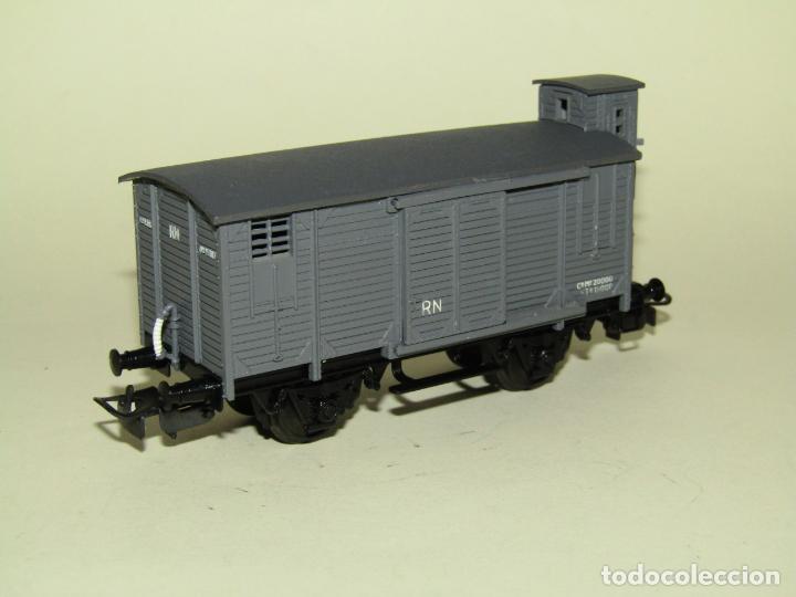 Trenes Escala: Antiguo Vagón Cerrado Unificado con Garita de RENFE en Escala *H0* Ref. 854 de ELECTROTREN - Foto 4 - 257494465