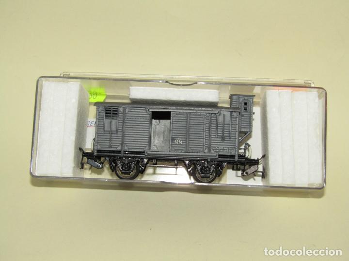 Trenes Escala: Antiguo Vagón Cerrado Unificado con Garita de RENFE en Escala *H0* Ref. 854 de ELECTROTREN - Foto 6 - 257494465