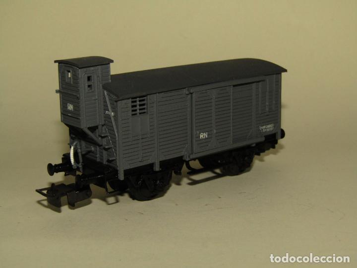Trenes Escala: Antiguo Vagón Cerrado Unificado con Garita de RENFE en Escala *H0* Ref. 854 de ELECTROTREN - Foto 7 - 257494465