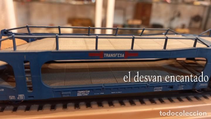 Trenes Escala: Electrotren HO. Doble vagón transporte coches TRANSFESA sobre via expositora. VER FOTOS - Foto 3 - 278369678