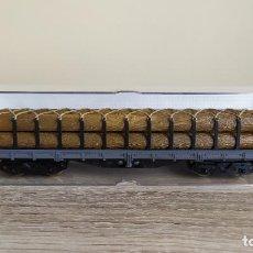 Trenes Escala: ELECTROTREN H0 VAGÓN PLATAFORMA DE BOGÍES CARGADO CON TRONCOS, DE RENFE, REFERENCIA 5124.. Lote 287892703