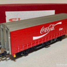 Trenes Escala: ELECTROTREN LC21022 VAGÓN TOLDO DE DOS EJES COCA - COLA. Lote 295825103