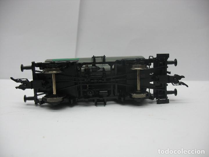 Trenes Escala: Fleischmann Ref: 5412 K - Vagón cisterna BP de la DB 7355033-3 - Escala H0 - Foto 6 - 131178496