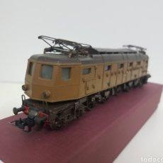 Trenes Escala: LOCOMOTORA MARRÓN DE LA FS ITALIANA E428 29 123 ESCALA H0 CORRIENTE CONTINUA FLEISCHMANN 24 CM. Lote 133542927
