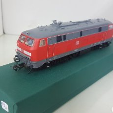 Trenes Escala: LOCOMOTORA ROJA FLEISCHMANN DE LA DB ALEMÁN 218 225 1 ESCALA H0 DE 19 CM. Lote 172077958