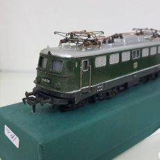 Trenes Escala: LOCOMOTORA FLEISCHMANN DE LA DB ALEMANA CORRIENTE CONTINUA DE 21 CM EN VERDE. Lote 178679647