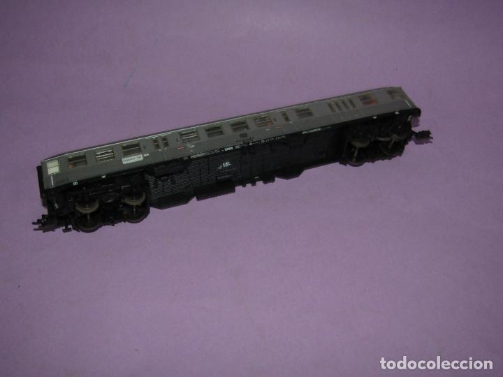 Trenes Escala: Antiguo Coche de Viajeros 2ª Clase con Luz Interior y Pasajeros en Escala *H0* de FLEISCHMANN - Foto 3 - 234033265
