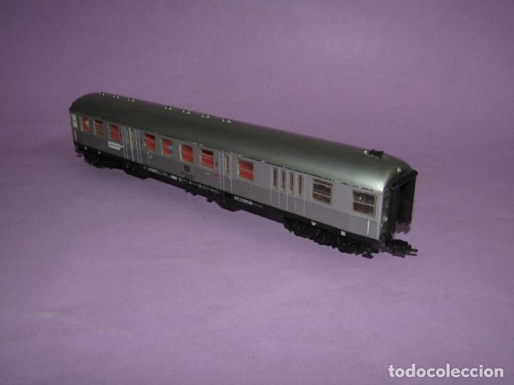 Trenes Escala: Antiguo Coche de Viajeros 2ª Clase con Luz Interior y Pasajeros en Escala *H0* de FLEISCHMANN - Foto 4 - 234033265