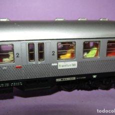 Trenes Escala: ANTIGUO COCHE DE VIAJEROS 2ª CLASE CON LUZ INTERIOR Y PASAJEROS EN ESCALA *H0* DE FLEISCHMANN. Lote 234033265