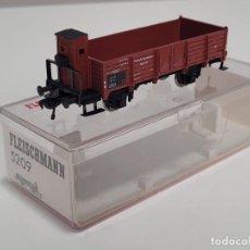 Trenes Escala: FLEISCHMANN H0 5209- VAGÓN BORDES ALTOS CON GARITA ROJO. Lote 270143353