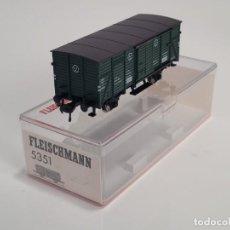 Trenes Escala: FLEISCHMANN H0 5351- VAGÓN MERCANCÍAS CERRADO VERDE. Lote 270147958