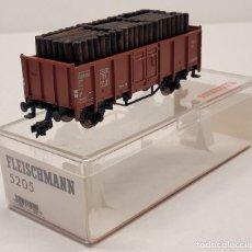 Trenes Escala: FLEISCHMANN H0 5205- VAGÓN MERCANCÍAS CON MADERAS. Lote 288035123