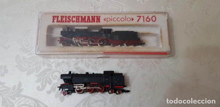LOTE DE DOS LOCOMOTORAS FLEISCHMANN UNA PICCOLO 7160 EN SU CAJA ORIGINAL, LA OTRA NO SÉ EL MODELO. (Juguetes - Trenes a Escala N - Fleischmann N)