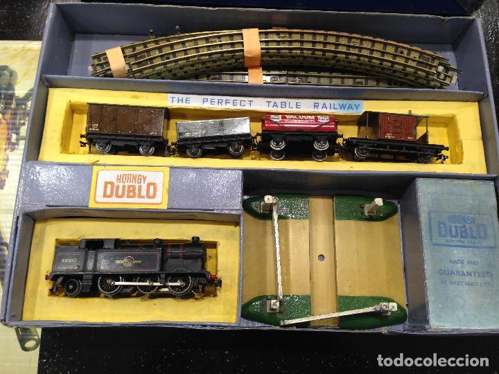 Trenes Escala: ANTIGUA CAJA COMPLETA TREN ESCALA H0 HORNBY DUBLO MECCANO LOCOMOTORA + 4 VAGONES - Foto 2 - 78648037