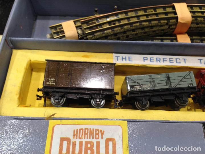 Trenes Escala: ANTIGUA CAJA COMPLETA TREN ESCALA H0 HORNBY DUBLO MECCANO LOCOMOTORA + 4 VAGONES - Foto 4 - 78648037