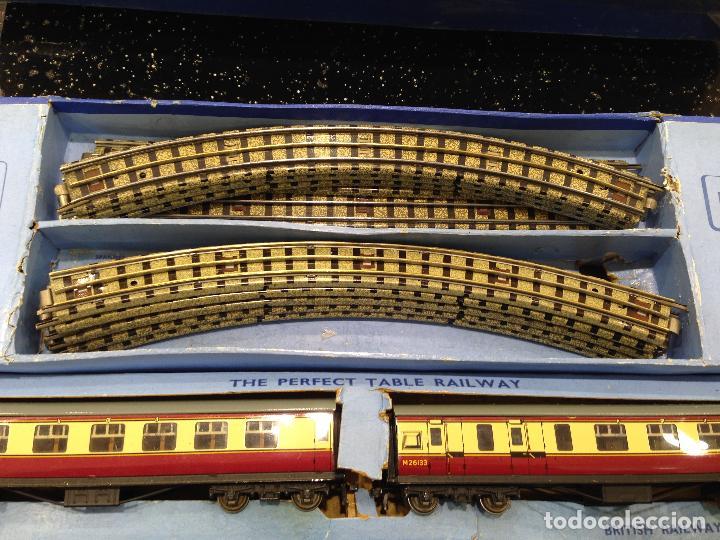 Trenes Escala: ANTIGUA CAJA COMPLETA TREN ESCALA H0 HORNBY DUBLO MECCANO LOCOMOTORA + 3 VAGONES - Foto 5 - 78648241