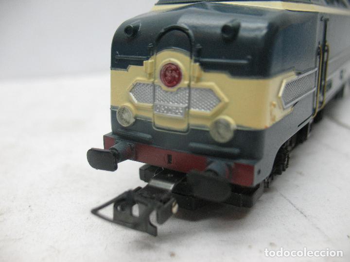 Trenes Escala: Hornby Meccano - Antigua locomotora Diesel de la SNCF 060 DB 5 corriente continua - Escala H0 - Foto 8 - 153941634