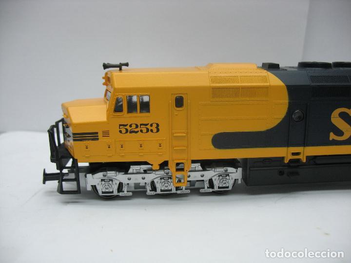 Trenes Escala: Mehano - Locomotora Diesel americana Santa Fe 5253 corriente continua - Escala H0 - Foto 2 - 159346014