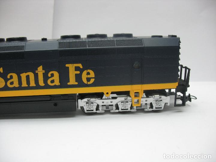 Trenes Escala: Mehano - Locomotora Diesel americana Santa Fe 5253 corriente continua - Escala H0 - Foto 4 - 159346014