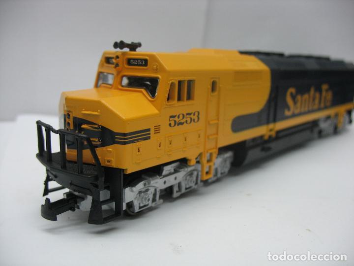 Trenes Escala: Mehano - Locomotora Diesel americana Santa Fe 5253 corriente continua - Escala H0 - Foto 6 - 159346014