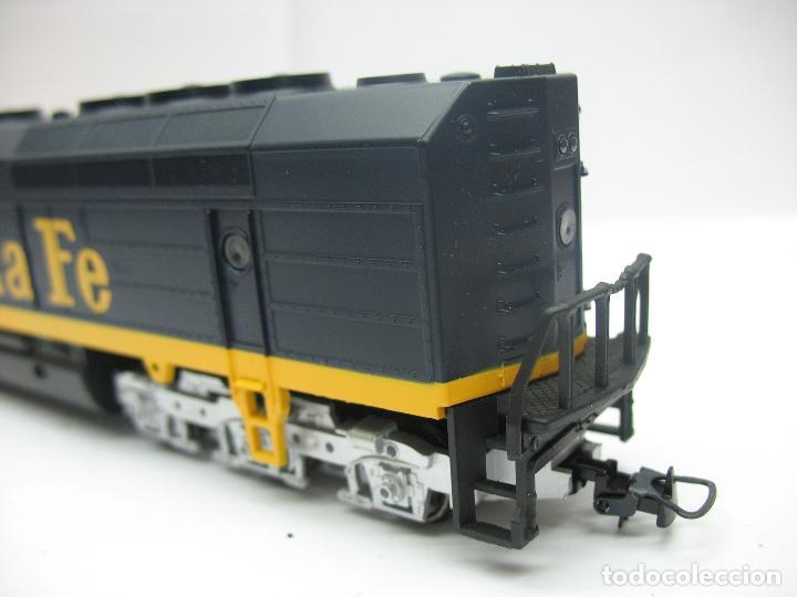 Trenes Escala: Mehano - Locomotora Diesel americana Santa Fe 5253 corriente continua - Escala H0 - Foto 7 - 159346014