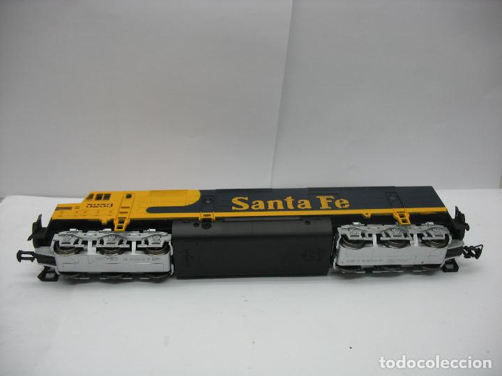 Trenes Escala: Mehano - Locomotora Diesel americana Santa Fe 5253 corriente continua - Escala H0 - Foto 8 - 159346014