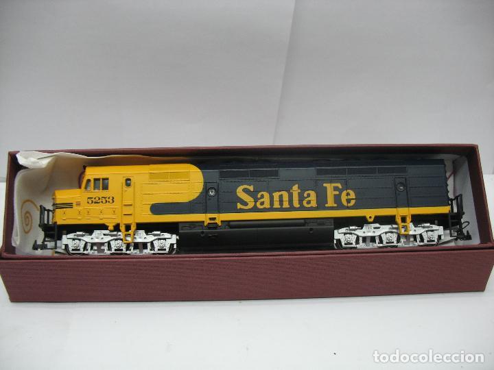 Trenes Escala: Mehano - Locomotora Diesel americana Santa Fe 5253 corriente continua - Escala H0 - Foto 9 - 159346014