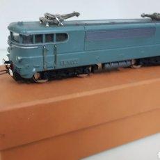 Trenes Escala: ACHO HORNBY LOCOMOTORA DE LA SNCF FRANCESA BB 16009 ESCALA H0 CONTINUA DE 19 CM EN VERDE. Lote 182981103