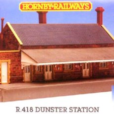 Trenes Escala: HORNBY RAILWAYS R416 DUNSTER STATION SEALED PRECINTADA. Lote 210242128
