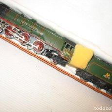 Trenes Escala: LOCOMOTORA HORNBY HO CON CORRIENTE CONTINUA A 3 RAILES HO. Lote 230576450