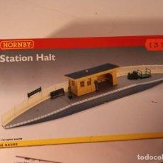 Trenes Escala: STATION H0 DE HORNBY, TODAVÍA REEMBALADO, 24 CM DE ANCHO, ENVIO 4,20 EUROS. Lote 264773029
