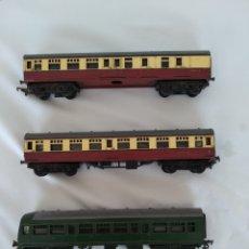 Trenes Escala: LOTE 3 X VINTAGE TRIANG HO-OO VAGONES DE FERROCARRIL, PARA REPUESTOS O REPARACIÓN. Lote 276479053