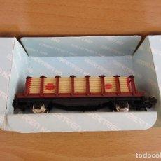 Trenes Escala: IBERTREN VAGON TELEROS DOS EJES MARRON CON CARGA DE MADERA , VA CON CAJA . Lote 95049799