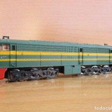Trenes Escala: IBERTREN LOCOMOTORA ALCO 2100 RENFE MOTOR SCX FUNCIONA ALGO PESADA NECESITA RODAR. Lote 95069391