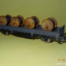 Trenes Escala: ANTIGUO VAGÓN PLATAFORMA GRIS CON BOBINAS EN ESCALA *H0* DE IBERTREN. Lote 136642770